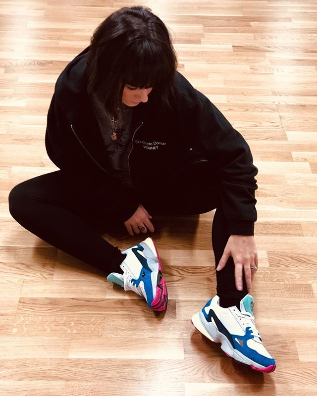 2018-12-05 - Shoes Addict 💙. . . . Suis-je la seule ?🙈 #ootd #sneakersaddict #falcon #adidas