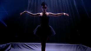 Alizée & Grégoire Lyonnet dancing contemporary dance on theme of Black Swan