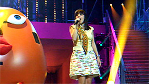 Macumbalizée - Alizée singing Macumba at Les Enfoirés 2010